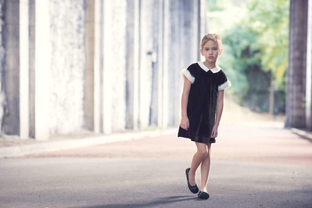 girl modeling in tunnel